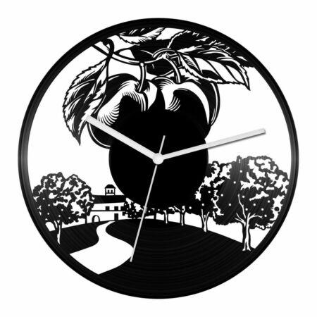Gyümölcsösgazda bakelit óra