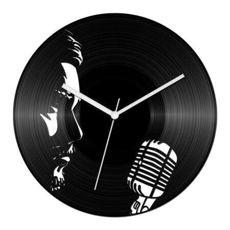 Férfi énekes bakelit óra