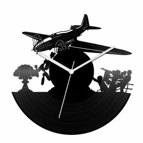 Öreg bombázó bakelit óra